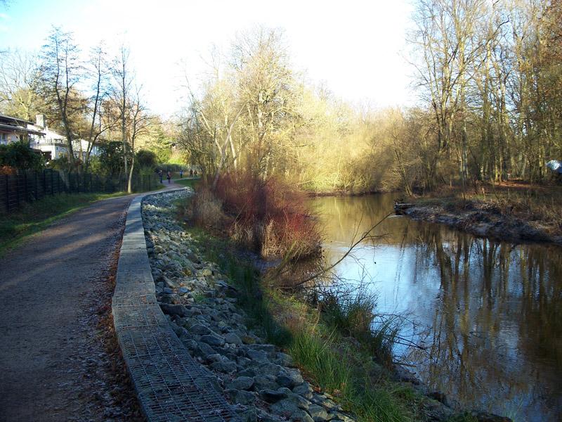 Wegebau am Fluss
