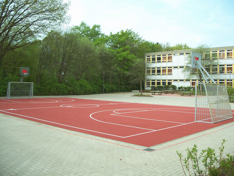 Gestaltung des Außenraums einer Schule